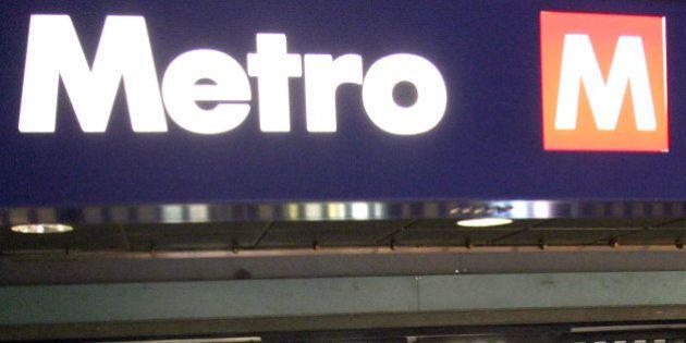 Uomo pestato in metro a Roma per aver detto a due ragazzi: