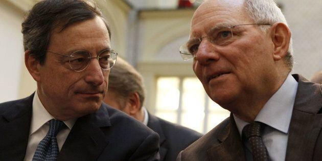 Il ministro delle Finanze tedesco Wolfgang Schaeuble difende Mario Draghi dai giudici costituzionali...