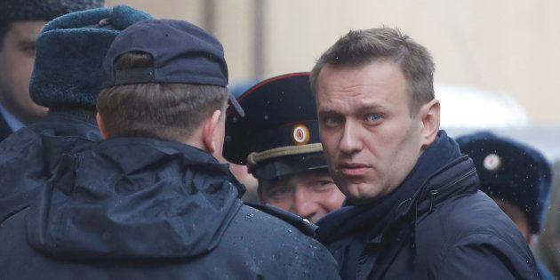 Dopo il carcere Navalny scende di nuovo in piazza sfidando