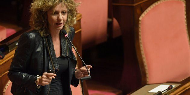 Barbara Lezzi (M5S) contro Matteo Renzi: