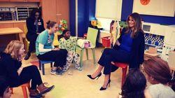 Tacchi a spillo, tailleur blu e favole per bambini per il suo primo impegno da first