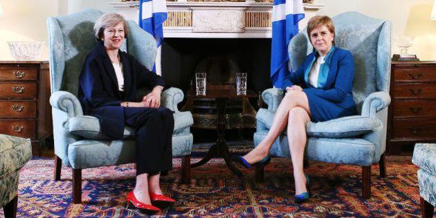 Brexit, Theresa May contro Nicola Sturgeon: