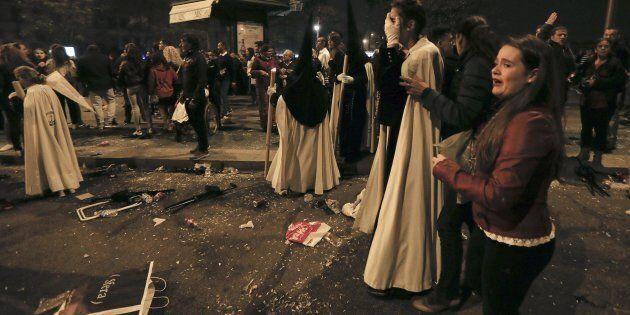 Gridano all'attentato a Siviglia durante la processione del Venerdì