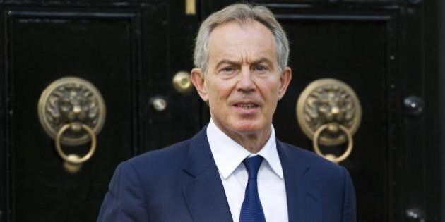 Tony Blair bussa alla corte di