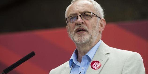 Brexit, Jeremy Corbyn sfiduciato dai deputati Labour. Ma esclude le dimissioni: