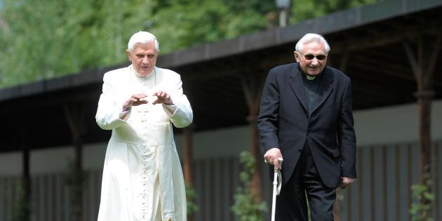 90 anni per Joseph Ratzinger, il papa della