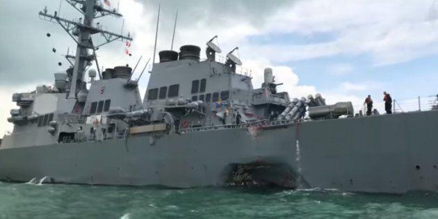 Cacciatorpediniere Usa si scontra con cargo mercantile al largo di Singapore, dieci i marinai americani