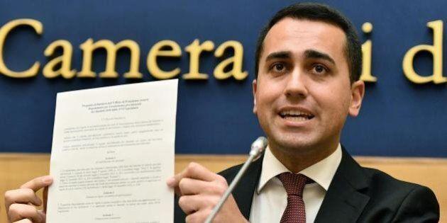 M5S pensa alla piazza contro i vitalizi. Luigi Di Maio attacca Matteo Renzi sull'inchiesta Consip: