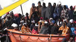 In settecento sbarcati a Reggio Calabria. Tragedia in mare: decine di morti al largo della