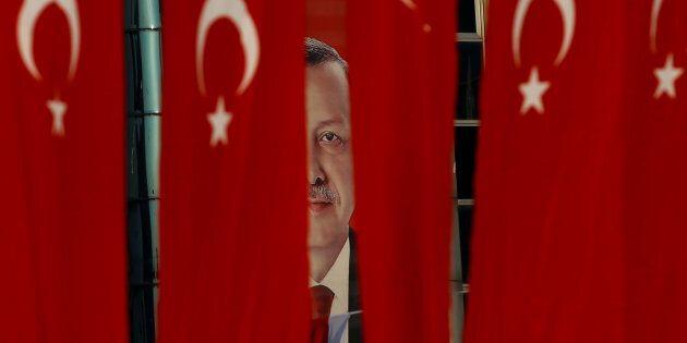 Vince il Sì al referendum costituzionale in Turchia, super-poteri a Recep Tayyip Erdogan. Opposizione...