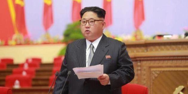 Corea del Nord, Kim Jong-un sequestra i cittadini malesi non lasciandoli partire. La Malesia chiude