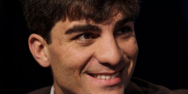 Enrico Stefàno (M5s) pedala contromano, i vigili lo multano: