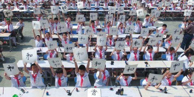 In Cina nascono pochi bambini: l'appello del Partito Comunista per invitare i giovani a