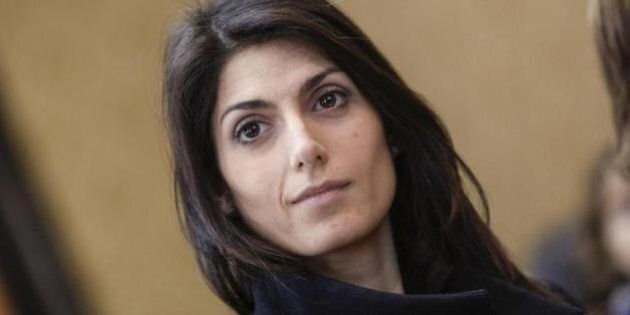 Roma, polemica sul neo sindaco Virginia Raggi per le nomine di Frongia e Marra. Le opposizioni: