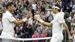Quando un istruttore di tennis fa un pallonetto al maestro del tennis, a Wimbledon succede