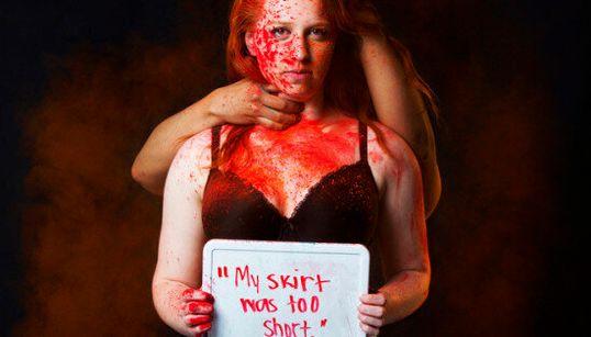 In queste 8 foto ci sono tutti i pregiudizi che investono le donne vittime di