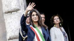 Roma, accerchiata dal mini-direttorio, Raggi fa marcia indietro su Marra (di