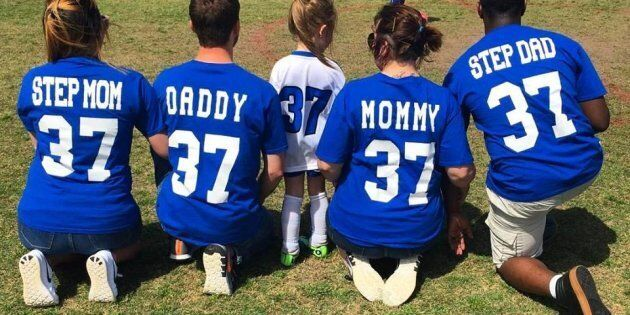 Questa foto dimostra che è possibile trovare un equilibrio in famiglia dopo la