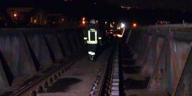 Ragazzo muore travolto da un treno mentre si scattava un selfie sui binari a