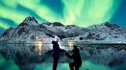 Questa proposta di matrimonio sotto l'aurora boreale è la più spettacolare e romantica di