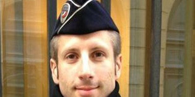 Chi è Xavier, il poliziotto ucciso nell'attacco sugli Champs