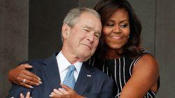 George W.Bush interrompe Obama e chiede di scattargli una foto