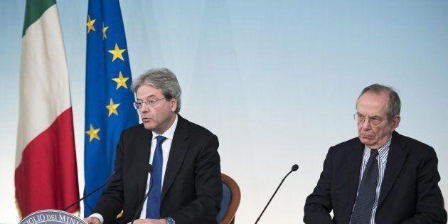 Nervosismo di due uomini tranquilli. Gentiloni su Alitalia e Padoan su Fitch, l'architrave del governo...