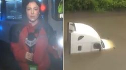 Reporter vede un uomo intrappolato nell'acqua a causa dell'uragano Harvey, interrompe la diretta e lo