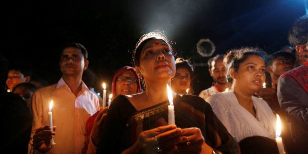 Attacco a Dacca. Era musulmano e poteva salvarsi ma decide di rimanere con le amiche:
