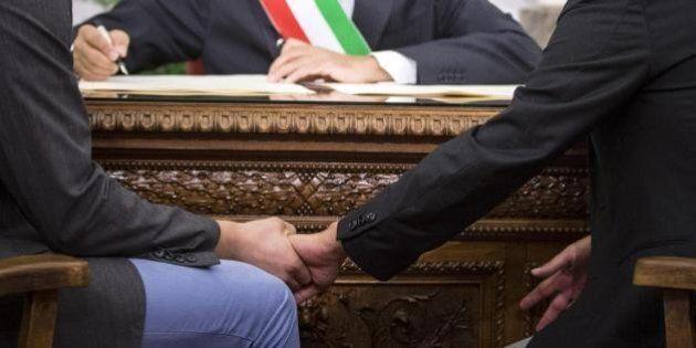Adozione gay riconosciuta a una coppia di uomini dal tribunale di
