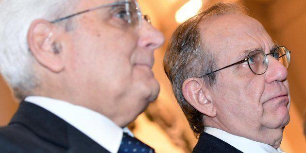 Mattarella firma la manovra, ma le riforme sono sotto la lente Ue. Padoan in missione a Wall