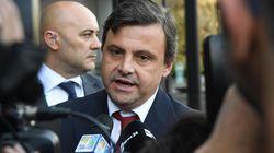 Calenda attacca il management di Alitalia: