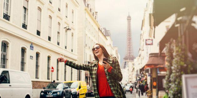 Per evitare le avances dei tassisti, una donna francese ha lanciato un servizio taxi per sole