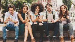Schiavi di social, web e smartphone. Così ci vede