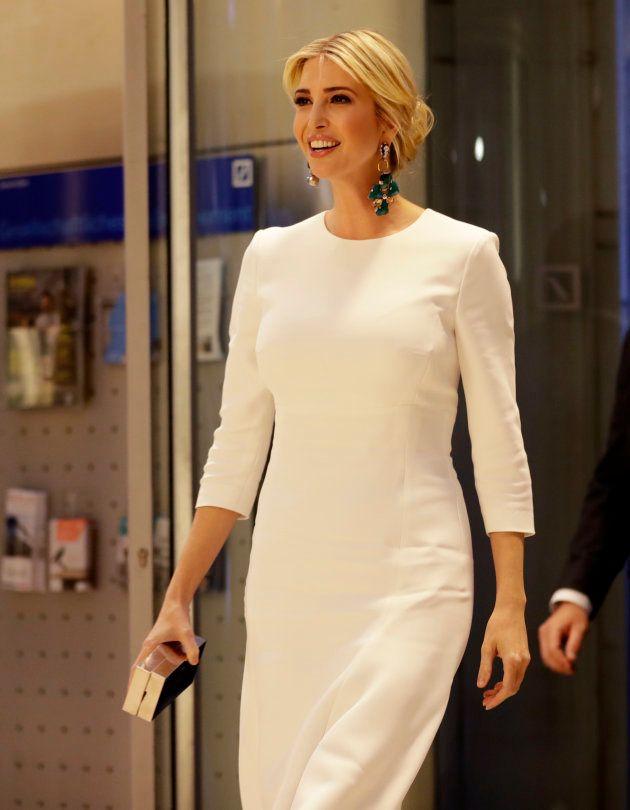 Ivanka Trump vestita in bianco come Angela Merkel, ma a Berlino viene
