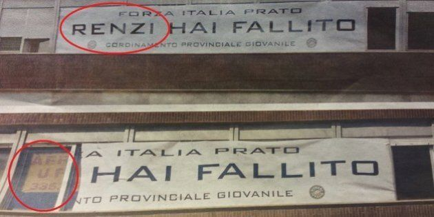 Matteo Renzi va a Prato, la Questura taglia via il suo nome dallo striscione che lo contesta: