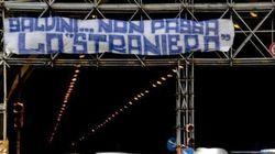 C'è una Napoli che fa le barricate contro Salvini. Ma lui insiste: