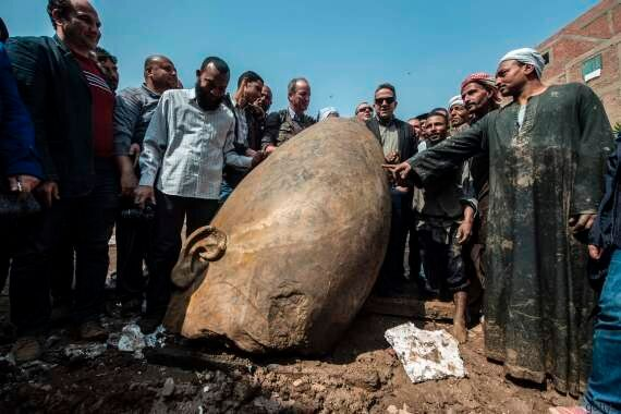 Egitto, scoperta la statua di Ramses II: il colosso di circa otto metri emerso nella periferia del