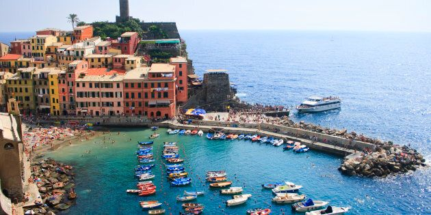 Fanno pipì nel mare delle Cinque Terre e ricevono una multa da 3300