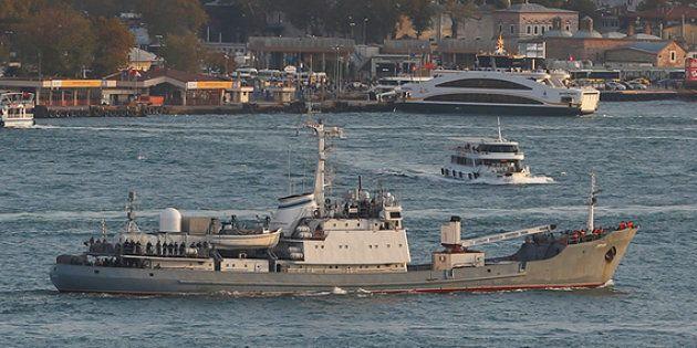 Nave da guerra russa si scontra con un cargo nel Mar Nero: ci sarebbero 15