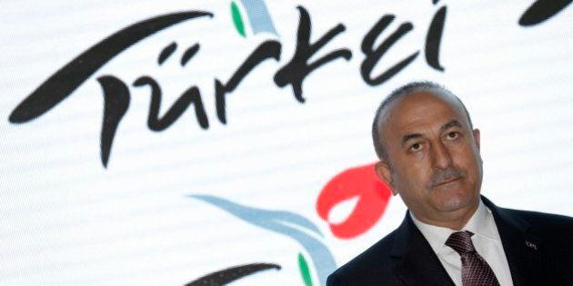 Olanda rifiuta atterraggio al ministro degli Esteri turco Cavusoglu. Erdogan minaccia rappresaglia: