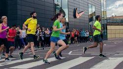 Anche la Nike inciampa su Photoshop: modifica le scarpe del corridore. Polemiche sui
