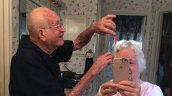 La foto di quest'anziana coppia parla dell'amore che tutti vorremmo