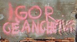 Fuga del killer di Budrio, spunta una scritta su un muro che invita a uccidere un agente.