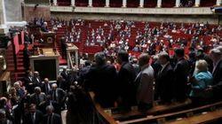 Valls scavalca l'aula nel voto sul jobs act. Deputati abbandonano emiciclo per