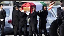 Le salme delle nove vittime in Italia. Ad attenderle i familiari e