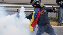 Maduro vuole riscrivere la Costituzione, nuovi scontri in piazza in