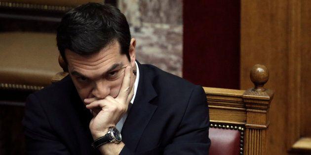 La Grecia sigla un preaccordo con i suoi creditori, ma arriva un nuovo taglio alle