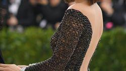 Ma perché Bella Hadid ha scelto di vestirsi a rete di pesce al Met