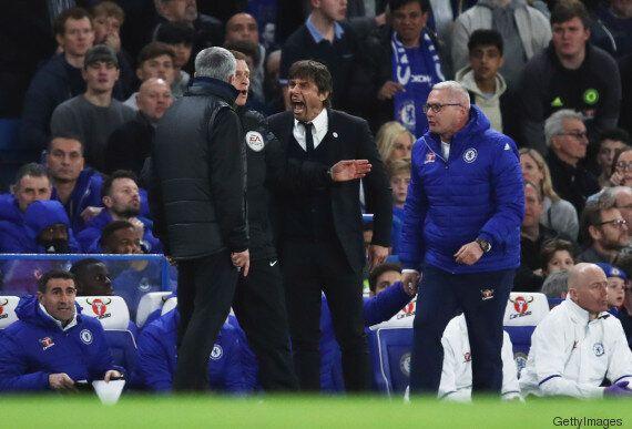 Conte e Mourinho vengono quasi alle mani: nella partita di Fa Cup deve intervenire il quarto uomo